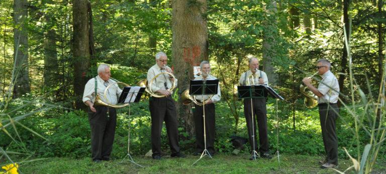 Jagdmusik, Jagdhörner, Parforcehorn, Wald, Sommer, Schweisshundeprüfung